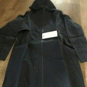 Lululemon Cloud Crush jacket size 6